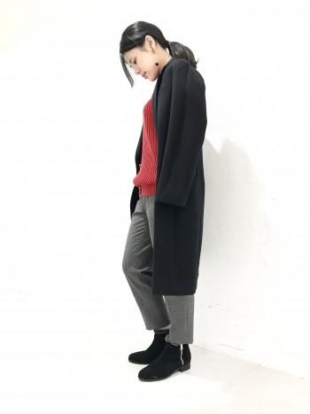 履き口から覗くボアが可愛らしいデザイン。 幅広ですがシャープなフォルムです。 安心の履き心地でヘビロテ間違いナシです。