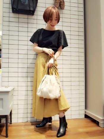 とにかくヒールのデザインが可愛いです。 デザイン性だけではなく安定感もあるので履きやすいです。
