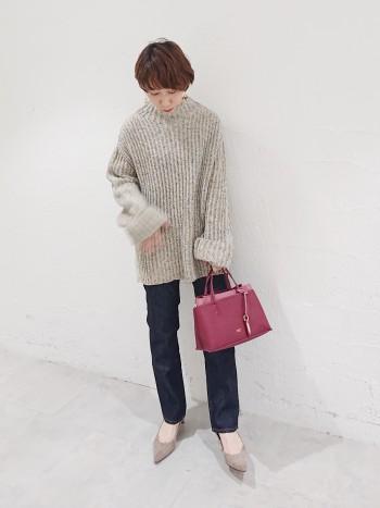 コーディネートの差し色にぴったりなバッグです。 コンパクトですが、長財布も入るので使いやすいです。