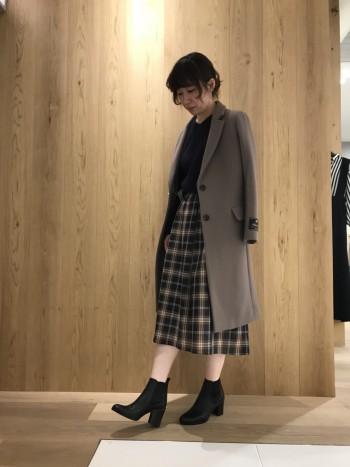 フワッと綺麗に広がるスカートです。ウエスト周りはスッキリでトップスとのバランスが取りやすいです。