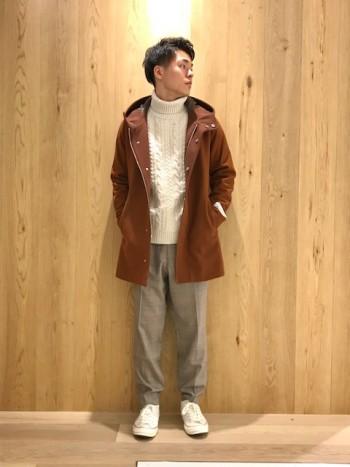 柔らかい、軽い、暖かい、の三拍子そろったコートです。 色味も季節感がでます。