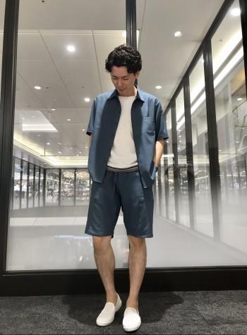 セットアップ対応のパンツ。夏場でも快適に着ることが出来ます。