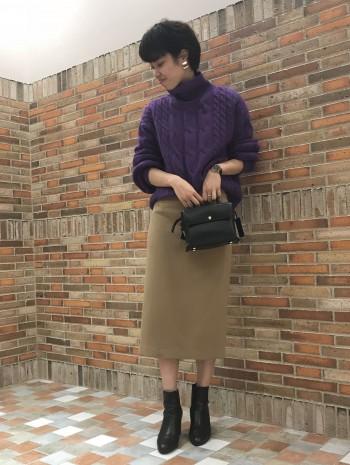 ゆったりしていながら、大きく見えすぎないボリューム感なのでスカートでもパンツでも合わせられます。