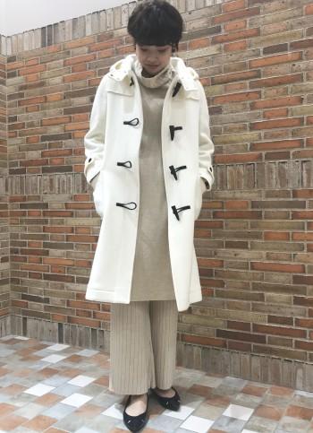 厚手のニットでも着て頂きやすいアウターです。 ロングスカートでもバランスのとりやすい長さとなっております。