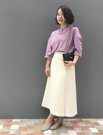 ウエスト周りはスッキリ着ていただけるスカートです。 身長156㎝でローヒールパンプス履いてももたつかないくらいの長さです。