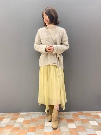 身長158cm。サイズ36。 人気定番スカートの新色イエローです。 黄色味が抑えられているので、明るめの色も合わせやすいカラーです。