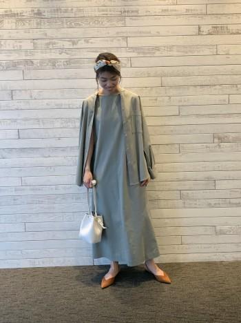 シンプルながら形が綺麗なので1枚着ただけで様になります。 丈も短過ぎないので高身長の方でも綺麗に着ていただけますよ!