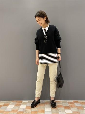 23サイズでジャストサイズ。ぴったりし過ぎないので柔らかい素材で履きやすいです。足首が出る丈でバランスが取りやすいです。