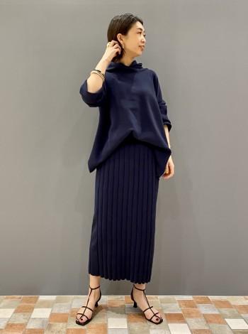 シャリ感のあるニットなので、夏手前まで涼しく着られそうな素材です!セットで着てももちろんいいですが、プリーツスカートなど合わせても可愛いです。お尻が隠れる丈です。