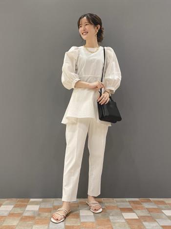 白でも透けない安心のパンツです! ストレッチ性もあり、履き心地抜群◎