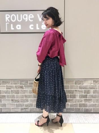オフショル×ドットスカートの大人可愛いトレンドコーデ☆