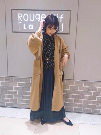 たっぷりとしたパフ袖や丈感が可愛い一着。ロング丈のボトムとの相性も抜群です♪◎
