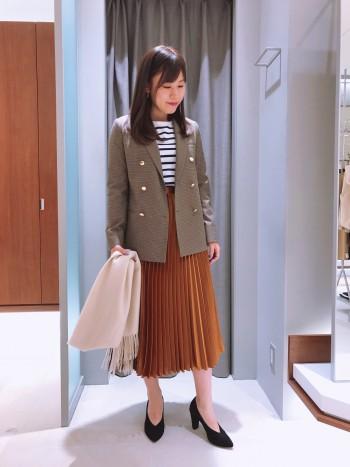 深みのある光沢感が秋っぽくオシャレなスカートです☆彡