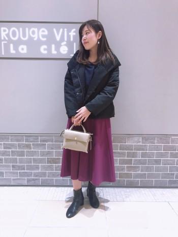 ロングスカートやワイドパンツにも相性抜群なショート丈。重くなりがちな冬コーデのお悩みを解決してくれる一着!