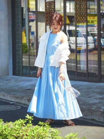 コンパクトな身頃と腰高の切替で、女性らしい綺麗なシルエットがポイントの1着❤︎丈感もちょうど良く、ローヒールでも着れました。