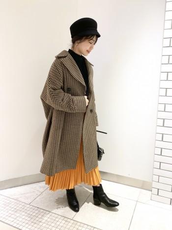 袖もゆったりのでニット類を着込むこともできます。大きめの襟が顔まわりをスッキリと見せてくれます!厚手生地で裏地付きなので真冬コートの1着にオススメ!