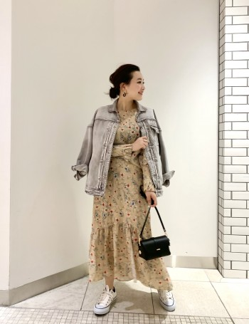 158cmで38でも長過ぎず履ける丈感となっております。 アシンメトリーの裾が動きを出してくれるデザインで、歩くたびにワクワクするようなスカートです。