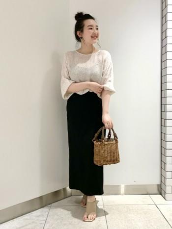ペンシル型のスカートで、腰の張りが普段着になるのですがスッキリ見せてくれます。