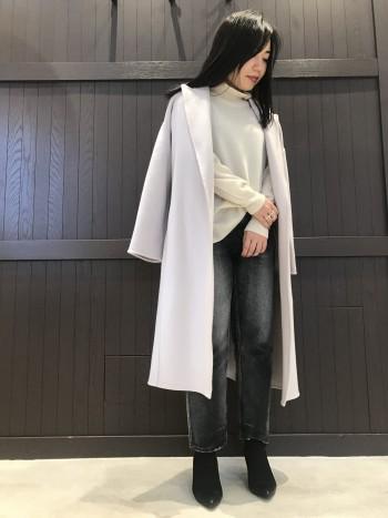 ざっくりニットも着られる位のゆとりがあるサイジングです。淡いカラーですが、膨張せずスッキリ着られます。157cmでひざ下丈で長すぎず使いやすいです。上質で柔らかい素材なので軽くて着心地も良いです。