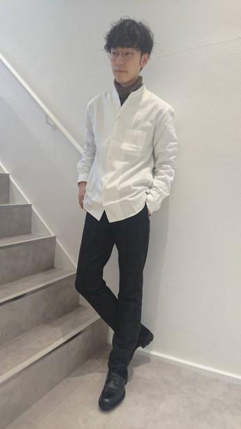 異素材コンビの編み上げブーツ。タフで男らしいデザインのミリタリーブーツを現代風に再編集しました。しっかりとした作りですが、バックジップでの着脱で楽に履け、足首周りもシャープに仕上げている為パンツを選ば…