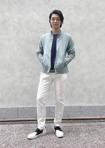 テロっとした生地感で伸縮性があるのでとても着やすいロングTシャツ。春、夏、秋の3シーズン着れる優れものです。