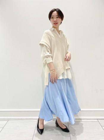 【歩くたびに気分UP!】 軽い履き心地で歩くたびに揺れるフレア生地が気分を上げてくれます!色味も爽やかなブルーで春夏にピッタリなパンツですね。パンツなので足捌きも楽で普段スカートを履かない方にも気に入って頂けるようなアイテムとなっております。ウエストゴムと紐で調節が可能なところもズリ落ちてしまう心配もなく安心して履けます。サイズは36ですが丈長めがお好きな方は38でも大丈夫です◎