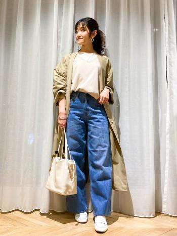 156cmの私が着てひざ下丈です。長すぎずパンツ、スカートどんなボトムとも相性良く着て頂ける丈感です。 フリーサイズで身頃にゆとりがありますが、しなやかな素材なので小柄さんでも着られている感なく着用して頂けます。