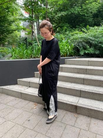 普段22.5㎝の私は36サイズでぴったりでした。足をすっぽりと包み込んでくれるので前に歩きだしやすいシューズです。