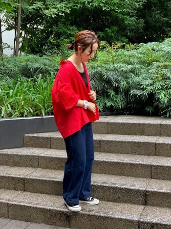 普段Mサイズの着用ですが、ゆったりとしたブラウスなので袖をまくりオーバーめに着ることが出来ます。