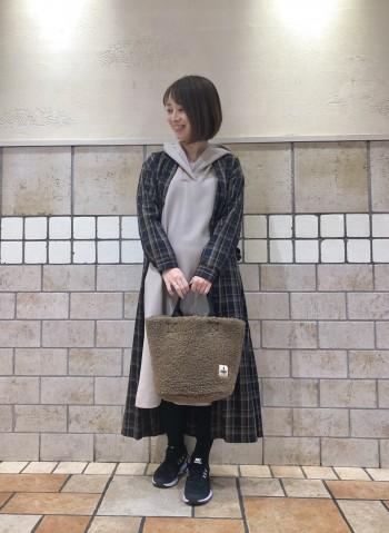 柔らかい素材感のワンピースはごわつくこともなく着て頂きやすい素材感です。