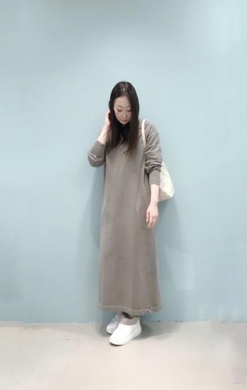 肌触りも良く体のラインも拾いにくく1枚でも着やすいです。 着丈の長さは157㎝の身長で足首よりも少し上くらいの長さでパンツ合わせ等もバランス良く着られます