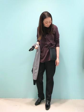 柔らかい皮素材なので足に馴染みやすく履きやすいです。 シンプルなデザインなので普段のコーディネートにも合わせやすいです。