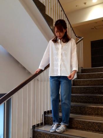 23.5㎝の私は37のサイズでちょうど良いです!軽くて柔らかいので楽に履けます!!