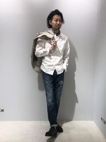 別注のFinamoreのシャツです。 ポケットや開襟などカジュアルな仕様になっています。