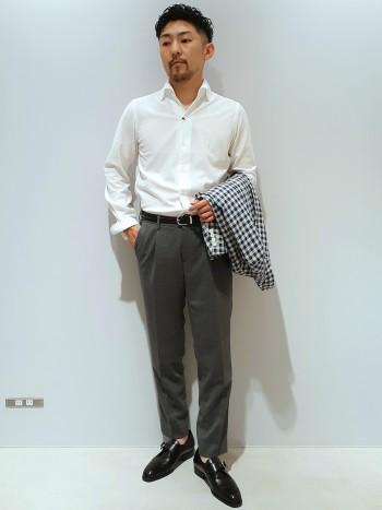 サイズは標準サイズ。カノコ織のジャージ生地なので通気性、伸縮性に優れたシャツです。襟がワンピースカラーでボタンダウンになっており、襟の形を綺麗にキープ出来ます。着丈は、イン、アウトどちらでも対応出来る長さです。