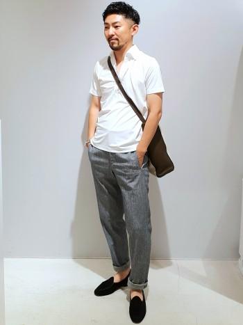 胴回りは比較的細身で、着丈はTシャツより若干長い為、タックインスタイルもスムーズに決まります。