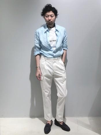 サイズは標準サイズです。着丈はイン、アウトどちらも出来る長さです。肌触りが非常に滑らかで、麻特有のゴワゴワ感やチクチク感はほぼありません。色鮮やかなカラーが夏らしいので、このシャツ一着あると夏コーデになります。