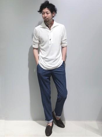 標準サイズです。毛足が非常に短いパイル生地なので、ほんのり艶があり一枚でサマになるプルオーバーのシャツです。7分袖なので、軽く袖を捲って着て頂くのがオススメです。ショーツと合わせ、リラックスしたコーディネートも相性が良いです。