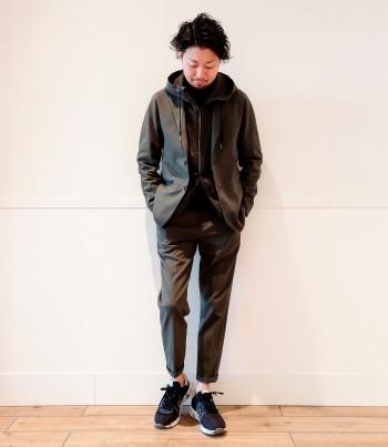 サイズは1サイズ大きめです。ジャケットには珍しくラグランスリーブの仕様になっており、動きやすく、重ね着した際もゴワつきなく着用頂けます。