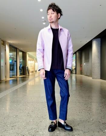 サイズは1サイズ大きめです。シルク混の滑らかな肌触りのニットTシャツです。袖はラグランスリーブになっており、リラックスした雰囲気で着用出来ます。