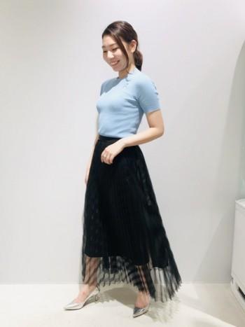 160㎝のスタッフが着用。 スカートやパンツの上に重ねたり、チューブドレスなどにアクセサリーのように巻いていただくのもオススメです。