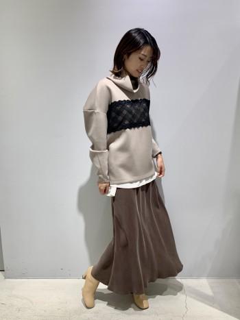 揺れた時の光沢感が綺麗なマキシスカートです!