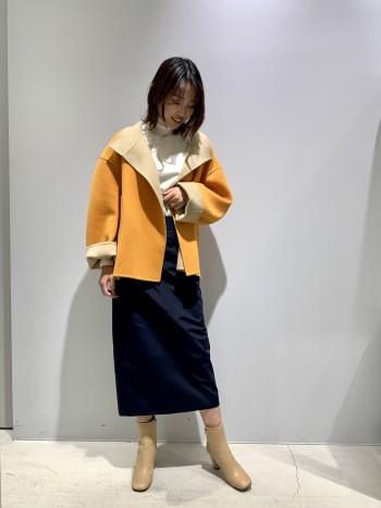 ウール素材のダブルフェイスなので、とても軽く暖かいジャケットです! リバーシブルなので沢山のコーディネートに合わせることができるおすすめのアイテムです♫