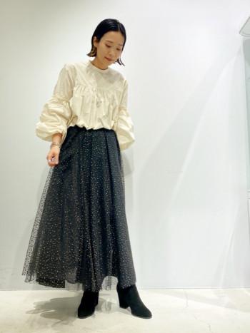 ラメとチュールが特徴的なふんわりとボリュームのあるスカート。 甘すぎない上品な印象を漂わせます。