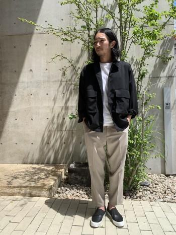 シルエットはトレンドのオーバーサイズです。いつも通りのサイズ48を着ました☆