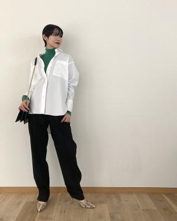 裾のスリットはファスナー調節が可能なので、カジュアルに抜け感を出したい時は、是非開けてはいていただくのがおすすめです。 フォーマル使いも出来ますし、ウエストはゴム仕様なのでカッチリしすぎず着回しして頂けます!ジャケットスタイルが映えるパンツです。