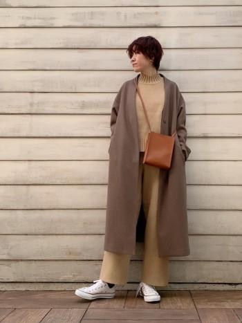ロング丈ですらっとスタイル良く見えるコートです◎ 軽いので電車通勤やちょっとしたお出掛けにも リラックスして着て頂けます♪ パンツ、スカートスタイルどちらにも合わせられる優秀コートです!
