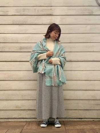 丈感が長すぎないので、ロングスカートに合わせもしやすいです。