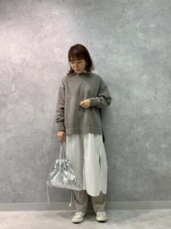 重ね着におすすめですが、これからの時期羽織りで着て頂いても可愛いです。