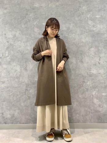 柔らかすぎず、型がしっかりでるのでシンプルに着て頂くと可愛いです。